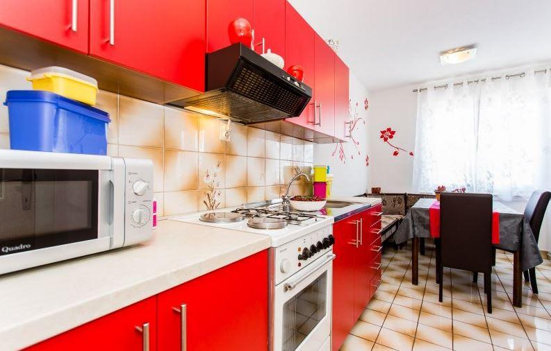 Silo isola di krk appartamento per 6 8 persone affitto for 3 camere da letto 2 bagni piani piano aperto
