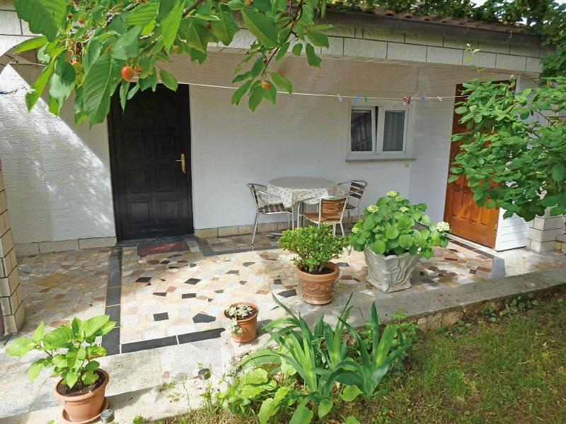 Njivice case vacanza isola di krk croazia monolocale st2 for Piano terra di 500 piedi quadrati