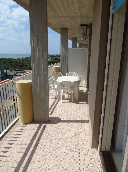 lignano sabbiadoro location vacances it lig 06056 appartement pour 4 personnes 6 me tage avec. Black Bedroom Furniture Sets. Home Design Ideas