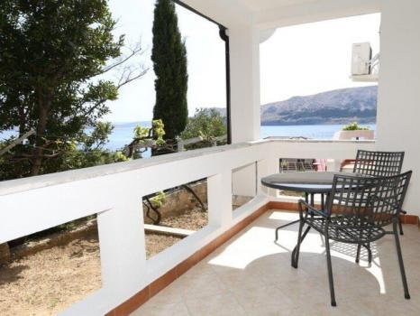 Baska case vacanze baska alloggio hr bas 06799 baska for Appartamenti sul mare barcellona